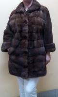 Шуба «Classic Furs Towne Pointe». Мех – норка(кусочки). Цвет – коричневый. Длина 85 см. Размер S-M..
