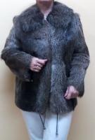 Шуба «Русский Мех». Мех – стриженая нутрия, ворот – чернобурка. Цвет - серый. Размер L. Длина 70 см.